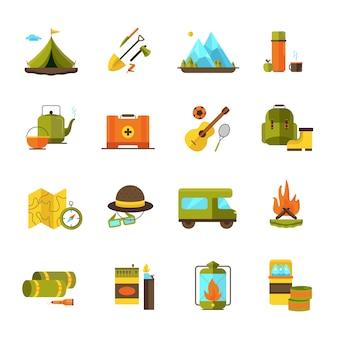 Die flachen ikonen des abenteuer kampieren und wandernd, die mit wohnwagengitarre und lagerfeuerpiktogrammzusammenfassung eingestellt wurden, lokalisierte vektorillustration