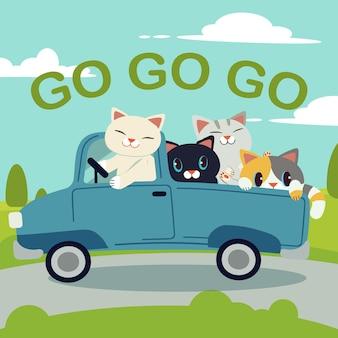 Die gruppe der niedlichen katze des charakters, die ein blaues auto für fährt, gehen zur reise
