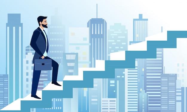 Die illustration des menschen erhebt sich in geschäftsschritten, um auf dem hintergrund der modernen großstadt erfolgreich zu sein. ein geschäftsmann ist auf der treppe auf erfolgskurs. geschäftskonzeptillustration im flachen karikaturstil