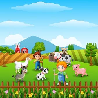 Die landwirte, die tiere in der farm halten