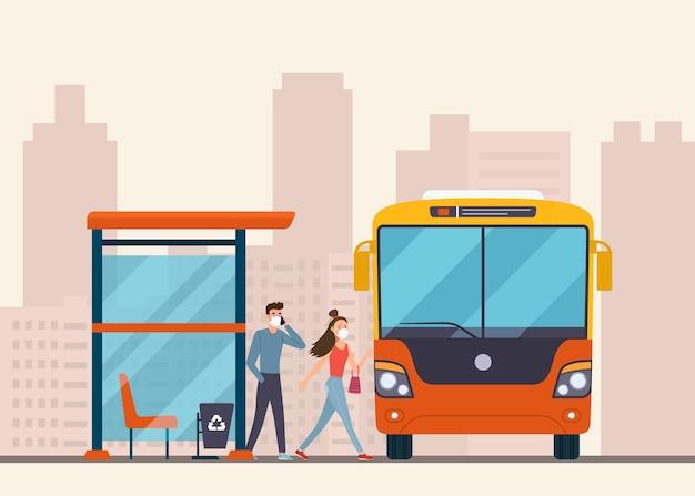 Die leute steigen an der bushaltestelle in den bus