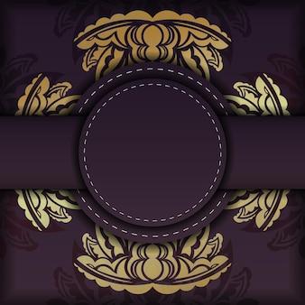 Die postkarte hat eine burgunderrote farbe mit einem luxuriösen goldornament, das zum drucken vorbereitet ist.