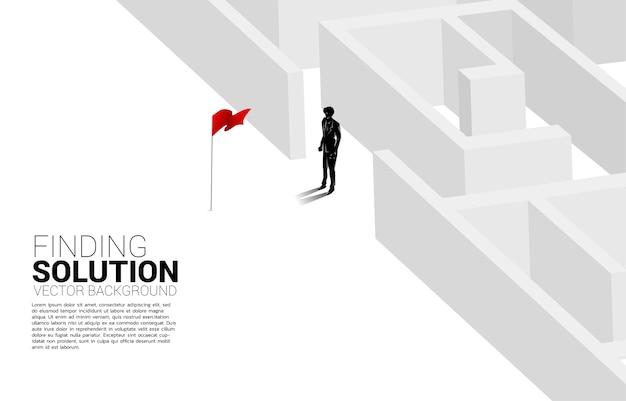Die silhouette des geschäftsmannes findet den weg vom labyrinth zum geschäft mit der roten fahne
