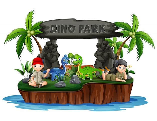 Dino park insel mit dinosauriern und pfadfinderkindern