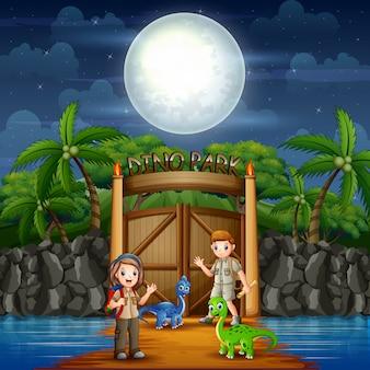 Dino park mit dinosauriern und pfadfinderkindern