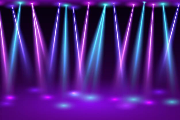 Discohalle mit scheinwerfern. helle blitze von neonlampen auf leerer festlicher bühne