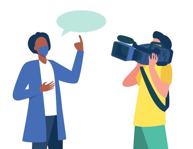 Doktor im medizinischen mantel und in der maske, die an der kamera sprechen. wissenschaftler, betreiber, kameramann flache illustration.