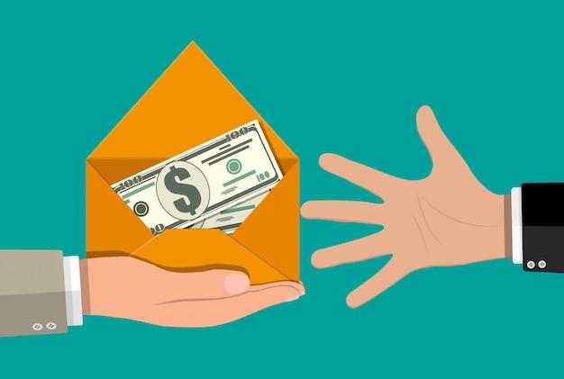 Dollar bargeld im umschlag in der hand