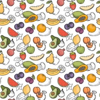 Doodle früchte nahtlose muster. handgezeichnete exotische früchte mango, orange und zitrone, wassermelone, banane und kiwi tapetenvektortextur. leckeres süßes essen mit vitaminen wie palme, erdbeere, birne