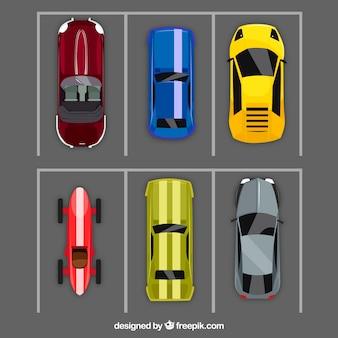 Draufsicht auf autos mit oldtimerwagen
