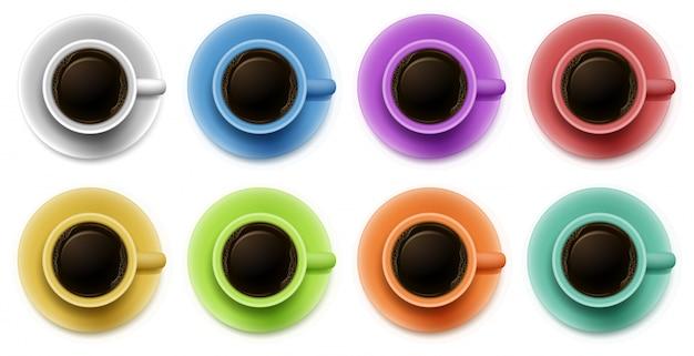 Draufsicht auf die tassen mit kaffee