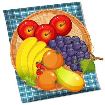 Draufsicht auf viele früchte im korb auf weißem hintergrund