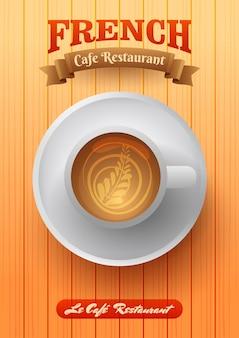 Draufsicht der kaffeetasse über holztischhintergrund.