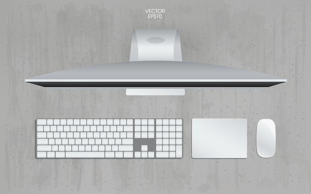 Draufsicht des computers im arbeitsraumbereich mit konkretem beschaffenheitshintergrund.