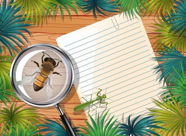 Draufsicht des leeren papiers auf tabelle mit blättern und insektenelementen