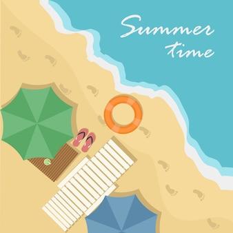 Draufsicht des strandes mit regenschirmen