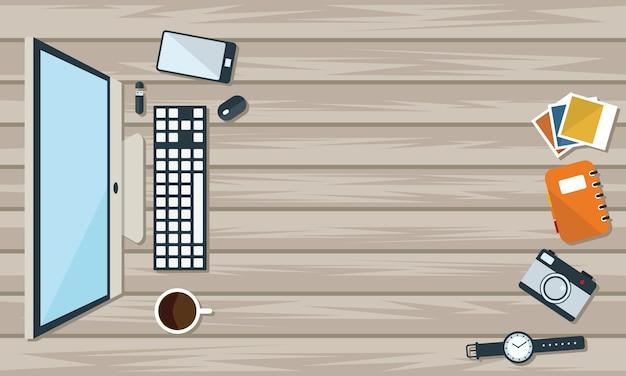 Draufsicht des tabellenarbeits- und -arbeitsschreibtischs mit gerät und freiem raum für text.