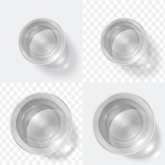 Draufsicht glas. klarer schuss von wodka oder wasser, glasschale lokalisiert auf weißem und transparentem hintergrund. küchenglas set