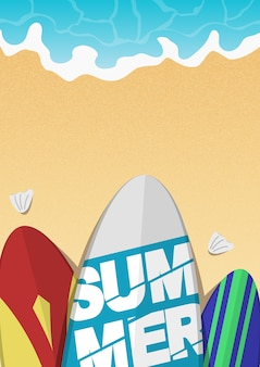 Draufsicht surfbrett am strand mit wellen