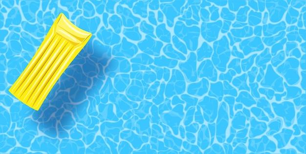 Draufsichthintergrund des swimmingpools. schlauchboot, das auf dem wasser schwimmt.