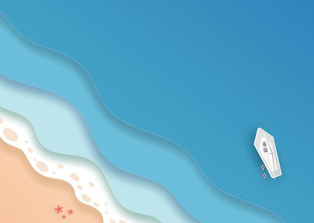Draufsichtstrand und -meer mit weißem boot und starfish im sommer. vektor papierkunst konzept.
