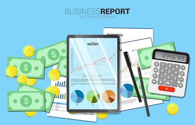 Draufsichttabellengeschäftsdiagrammbericht in der tablette mit papier und taschenrechner und geld. konzept für digitales geschäftswachstum und trendbericht