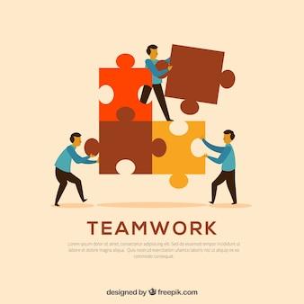 Drei arbeiter mit puzzleteilen