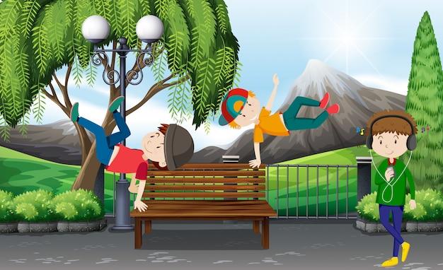 Drei jungs tanzen im park