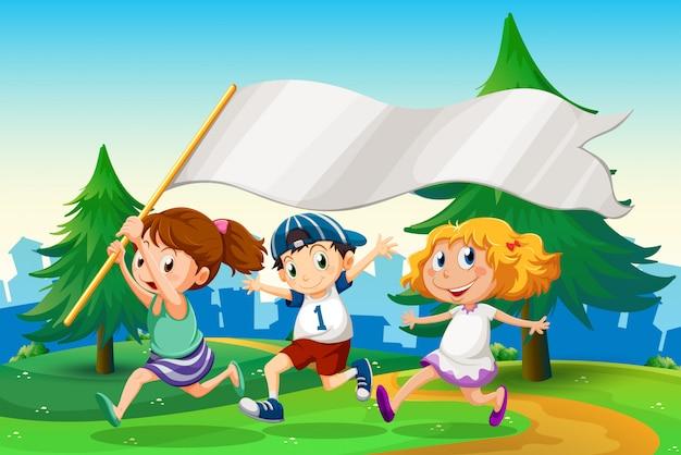 Drei kinder, die mit einer leeren flaggenfahne laufen