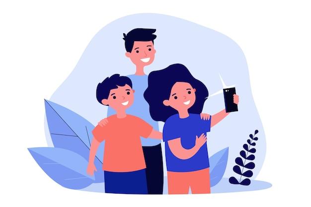 Drei kinder, die selfie auf smartphone nehmen
