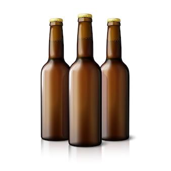 Drei leere braune realistische bierflaschen isoliert.