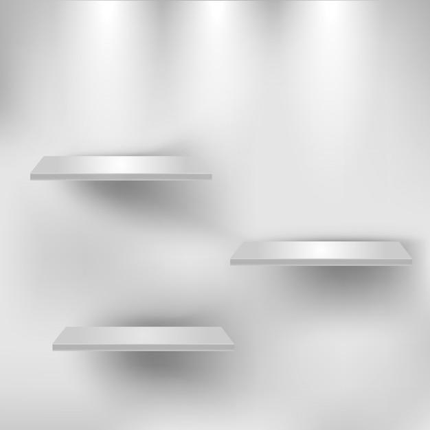 Drei leere weiße regale