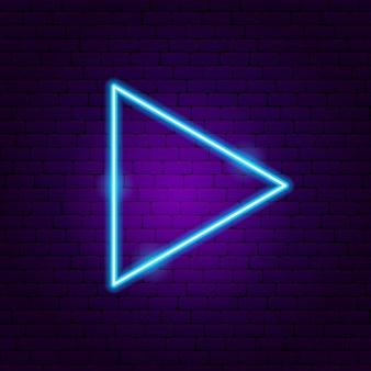Dreieck pfeil leuchtreklame. vektor-illustration der richtungsförderung.