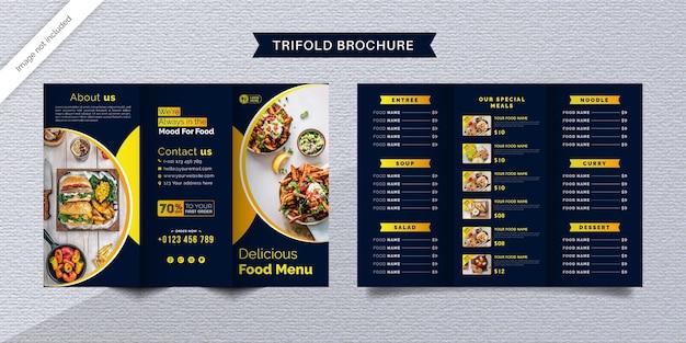 Dreifach gefaltete broschürenschablone für lebensmittel. fast-food-menübroschüre für restaurants mit dunkelblauer und gelber farbe.