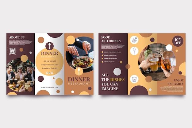 Dreifach gefaltete broschürenvorlage mit foto