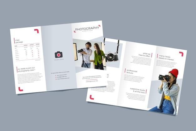 Dreifach gefaltetes broschürenkonzept