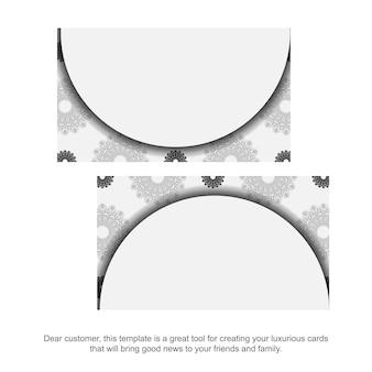 Druckfertiges visitenkartendesign weiße farben mit mandalas. visitenkartenvorlage mit platz für ihren text und schwarzen ornamenten.