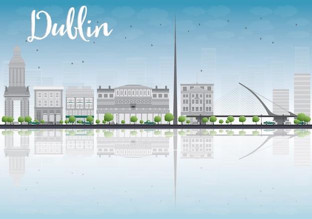 Dublin skyline mit gray buildings und blauem himmel, irland