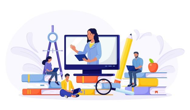 E-learning, online-bildung zu hause durch webinar-training. junge leute, die laptop für fernstudium verwenden. jungs sitzen auf einem stapel bücher und lesen. kaufmännische ausbildung, studienführer, prüfungsvorbereitung