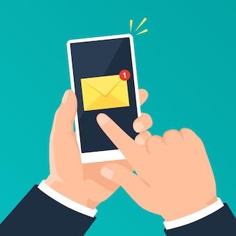 E-mail-benachrichtigung am telefon hand, die smartphone mit e-mail-benachrichtigungsvektorkonzept hält
