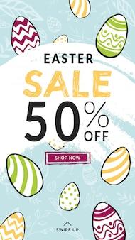 Easter sale 50% rabatt auf vertikale geschichten vorlage mit swipe-zeichen und shop now button. hand gezeichnete gekritzelart farbige verzierte eier und musterhintergrund. glückliches lichtferienplakat.