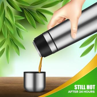 Edelstahl-getränkebehälter, der tee gießt