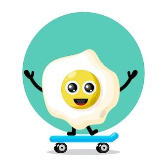 Ei skateboarding maskottchen charakter logo Premium Vektoren