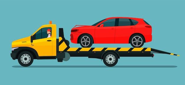 Ein abschleppwagen mit einem fahrer transportiert ein kaputtes suv-auto