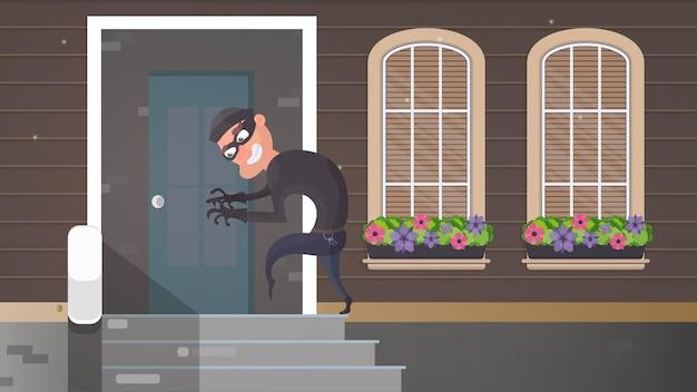 Ein dieb schleicht sich ins haus. der räuber versucht, die tür aufzubrechen. zeichen eines raubüberfalls. eine überwachungskamera hat einen dieb aufgenommen. sicherheitskonzept. vektor-illustration