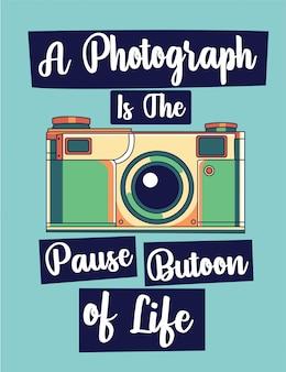 Ein foto ist die pause des lebens. schriftzug mit vintage retro-kamera