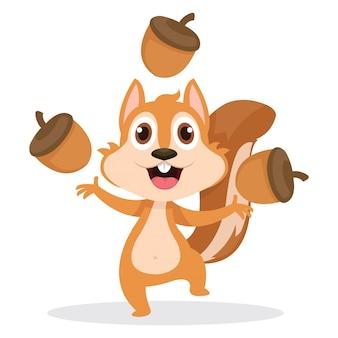 Ein glückliches eichhörnchen, das mit vielen eicheln spielt