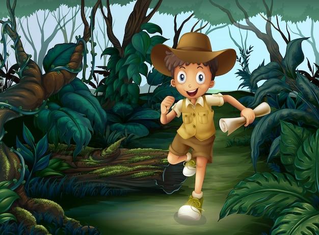 Ein kleiner junge mitten in den wäldern