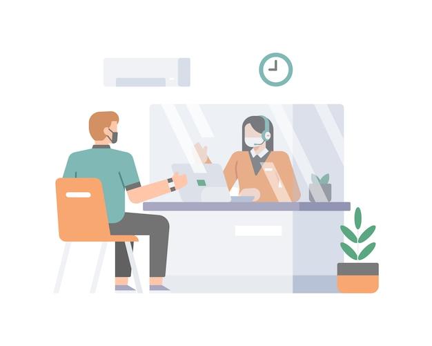 Ein kundendienst bedient die kunden, die durch ein begrenzungsglas getrennt sind, um die abbildung der sicherheits-gesundheitsprotokolle anzuwenden