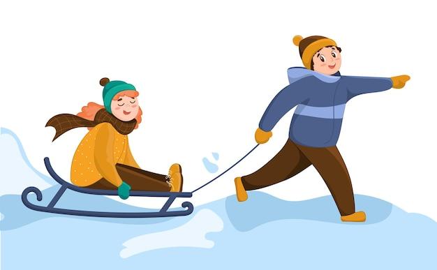 Ein lächelnder junge reitet ein mädchen auf einem schlitten. fröhliche kinderfiguren im cartoon-stil. winterunterhaltung